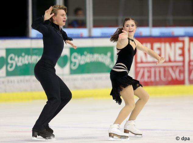 GRAZ,AUSTRIA,14.NOV.14 - FIGURE SKATING - ISU Challenger Series, Icechallenge 2014. Image shows Ria Schwendinger and Valentin Wunderlich (GER). | Verwendung weltweit